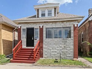 Beautiful Updated Ranch 3 Bedroom 2 Bath For Rent in Chicago