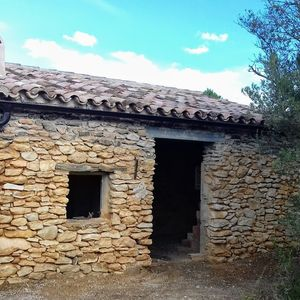 Finca 7 hectares with stone house for sale Tivissa Catalonia