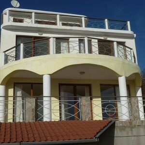 Three-storey house in Varna with panoramic view to the sea