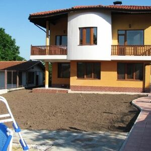 Two storey house 5 km away from Albena resort and the sea