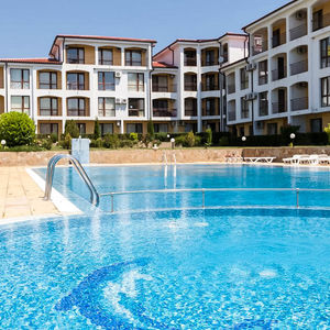 Apartment with 2 bedrooms, SEA and POOL view in Rutland Bау