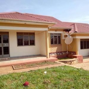 KIREKA TWO BEDROOM HOUSE FOR RENT AT 450K