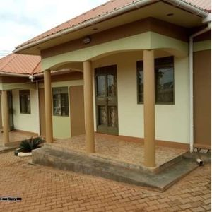 BWEYEGERERE TWO BEDROOM HOUSE FOR RENT AT 300K