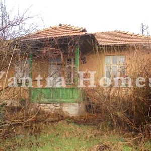 Countryside house for renovation in the village of Draganovo