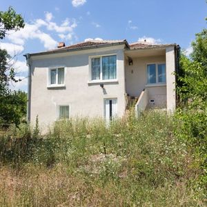 House with 3 bedrooms, 1 bathroom with big garden Sredets