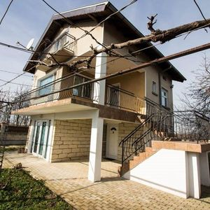 2-bed house with parking lot only 10 kilometers to the sea