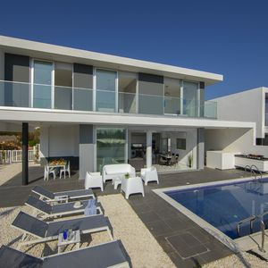Modern and New 3 Bedroom Villa near the Beach