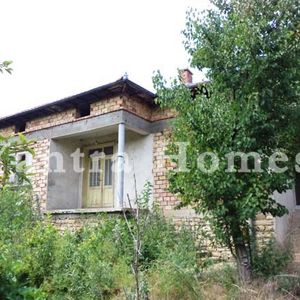 House at a bargain price in the village of Dolna Lipnitsa