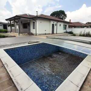 2 Bedroom House with Pool, 5 km to the SEA, Balchik